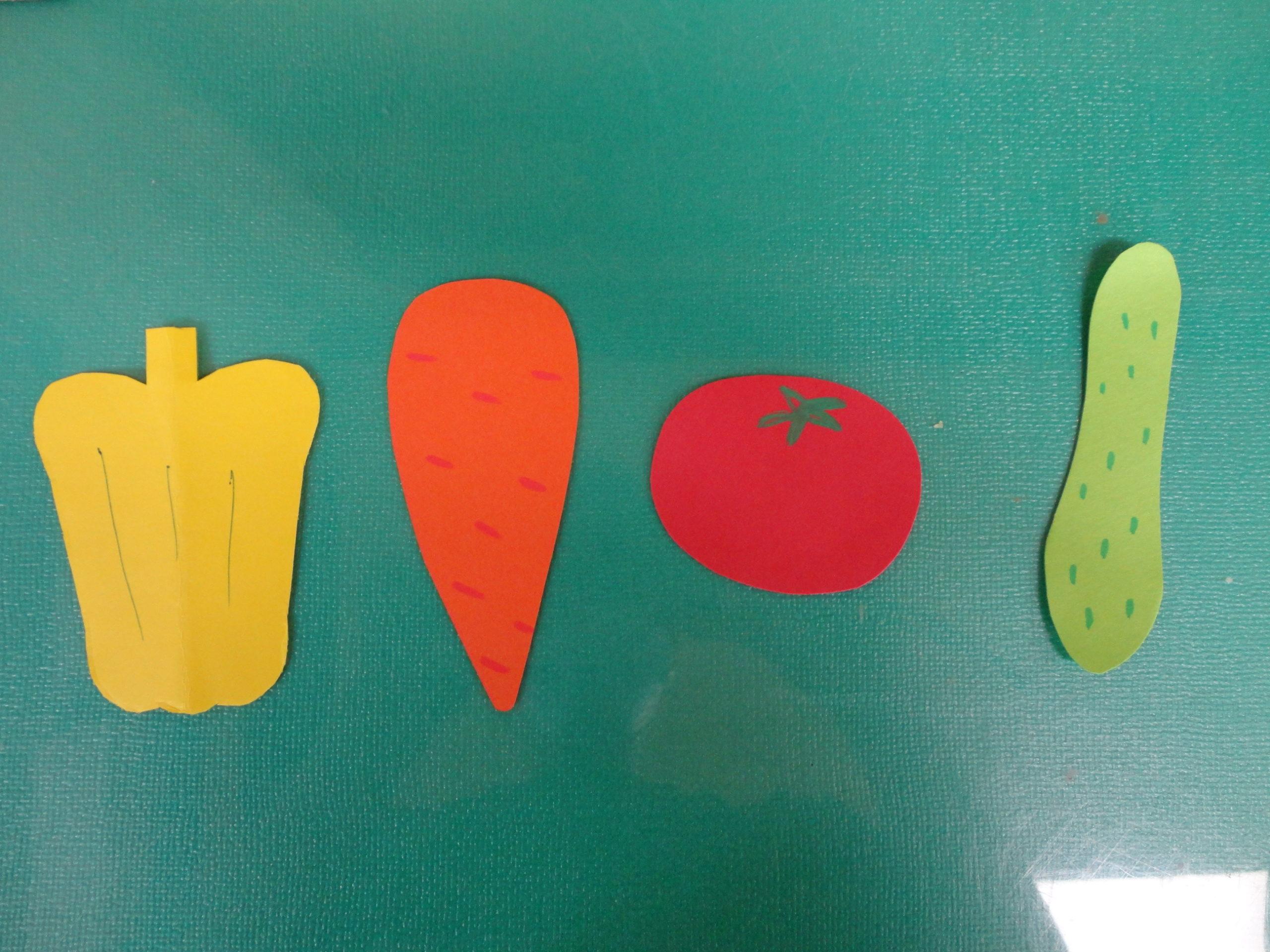 パプリカ にんじん、トマト、きゅうりを手でちぎります👌